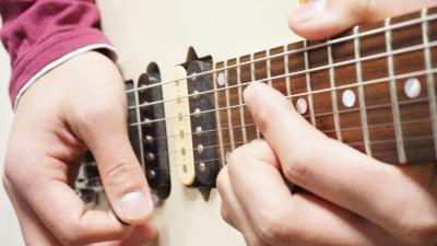 テクニカルなギター奏法、スキッピングに挑戦しよう!